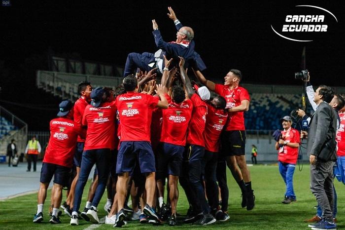 Jugadores de la TRI festejaron el campeonato con su técnico